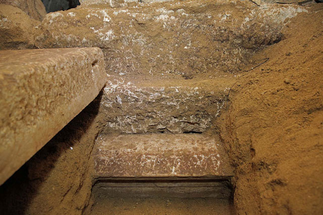 Amphipolis: The slab rests on tuff stone of the third diaphragmatic wall.