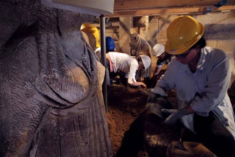 Fig. 1. The Amphipolis Caryatids come to light (Photo credit: Hellenic Ministry of Culture and Sports).