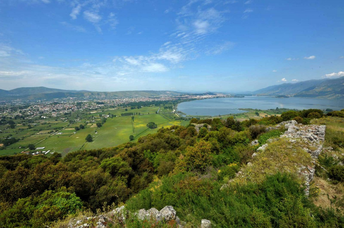 Fig. 4. The southern side of the basin of Ioannina as seen from the ancient walls of Kastritsa. Lake Pamvotis and mount Mitsikeli appear to the right and the city of Ioannina is on the left side of the picture. (Source: P. Tsingoulis)