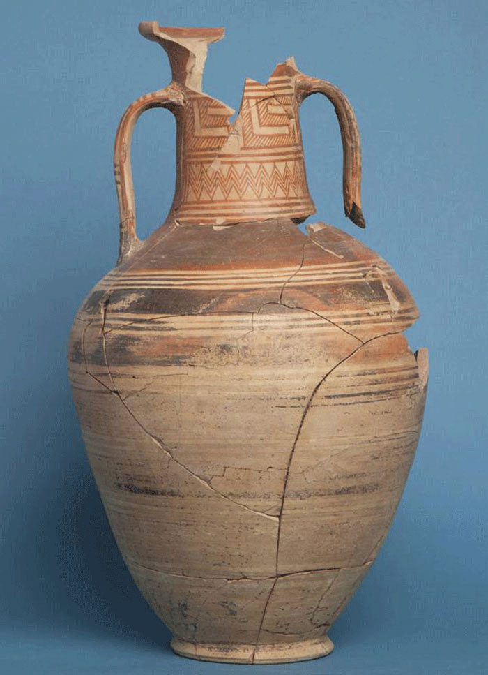 Geometric amphora found beside sarcophagus in Panayia tomb, Corinth. 8th c. BC. Photo: ASCSA.