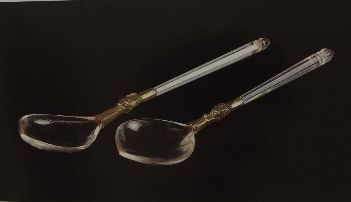 "Fig. 19. ""Kochliaria"" (Spoons) (handles made of rock crystal with gold plated fittings, French craftsmanship, 2nd half of 14th century), ""Ιερά Μεγίστη Μονή Βατοπαιδίου"" (1996), vol. II, p. 501."
