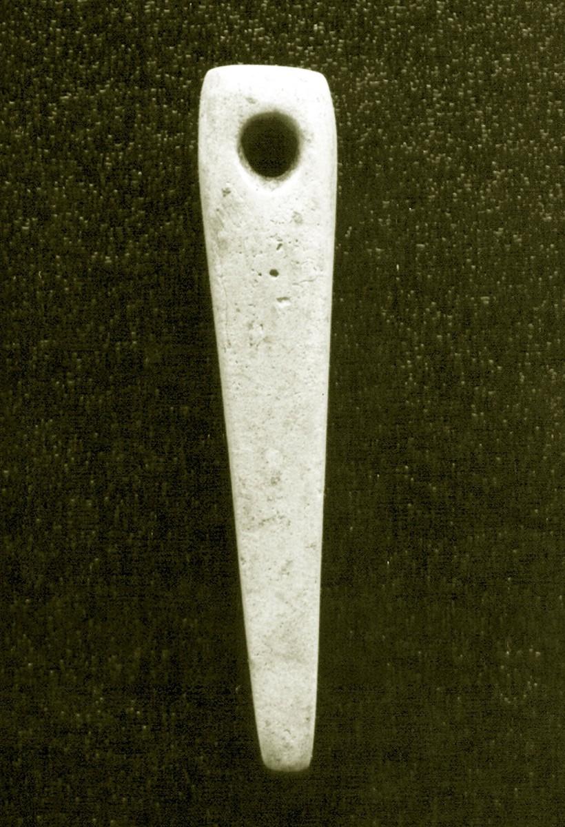 Fig. 1. Stone pendant-whetstone found in cist grave at Mazaraki. (Source: 12th E.P.C.A. archive)