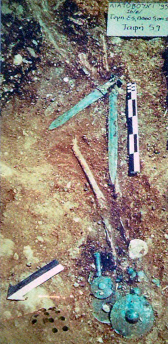 Fig. 2. Shaft grave 59 at the cemetery of Liatovouni in Konitsa. (Source: A. Douzougli)