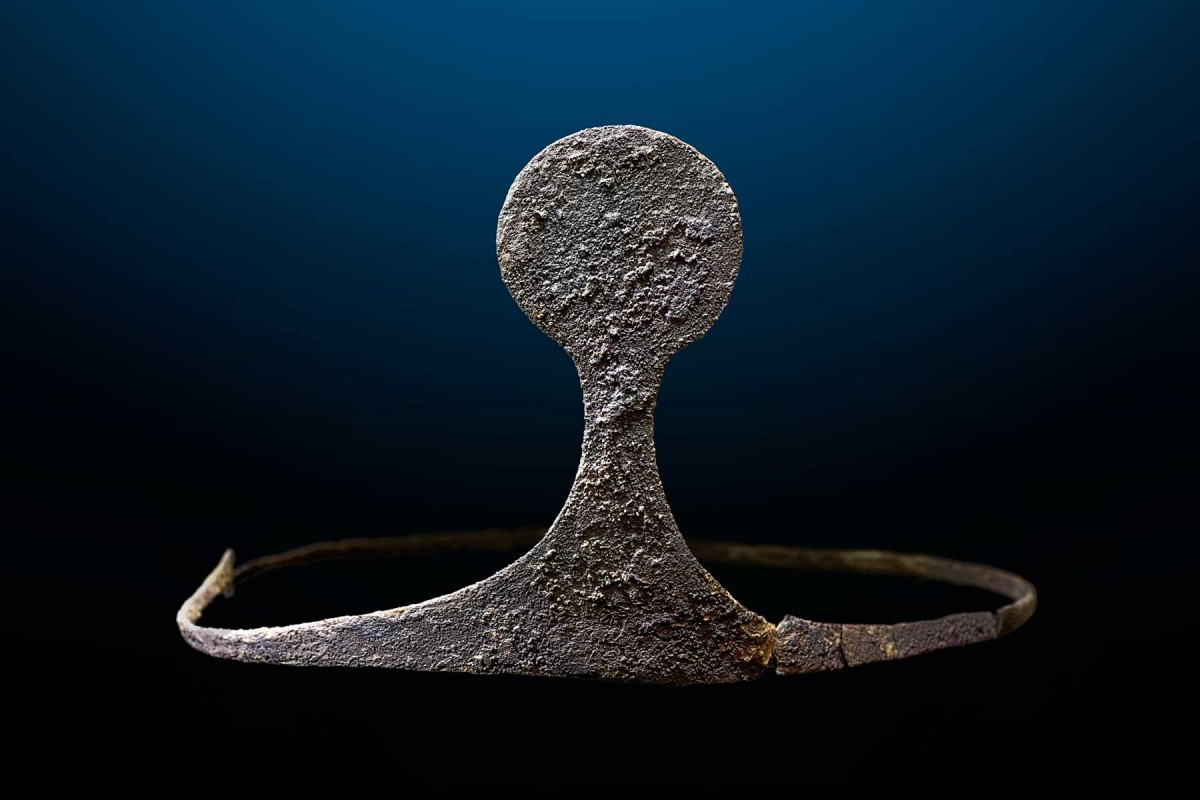 Silver diadem discovered in the royal tomb. It is the only one from that era conserved in Spain. Photo credit: Universitat Autònoma de Barcelona