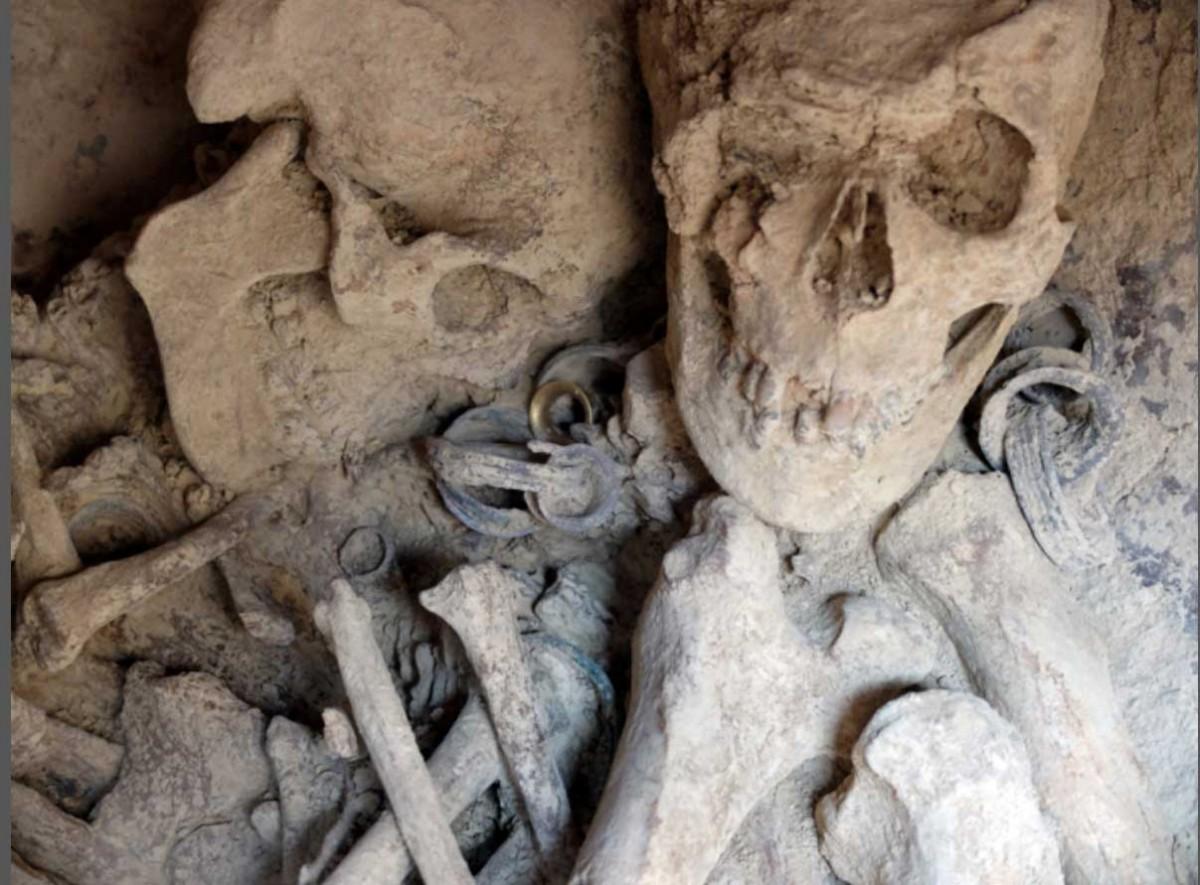 Detail of the jewels, with the golden and silver ear dilators found at La Almoloya site. Photo credit: Universitat Autònoma de Barcelona