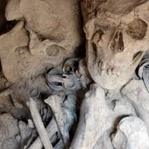 Bronze Age palace and grave goods discovered