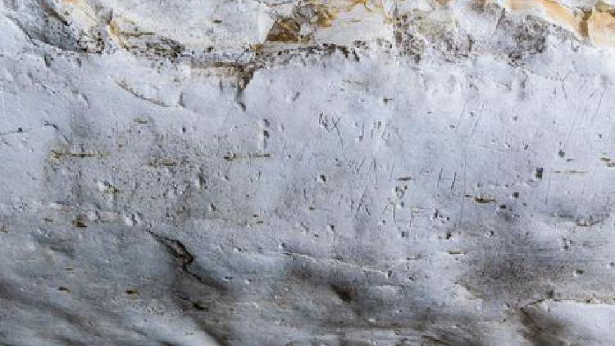 The engraved graffiti left by the Australian soldiers (Assaf Peretz, courtesy of the Israel Antiquities Authority).