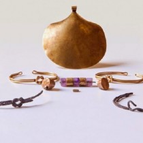 Gold jewellery found in Tuthmosis III temple tomb