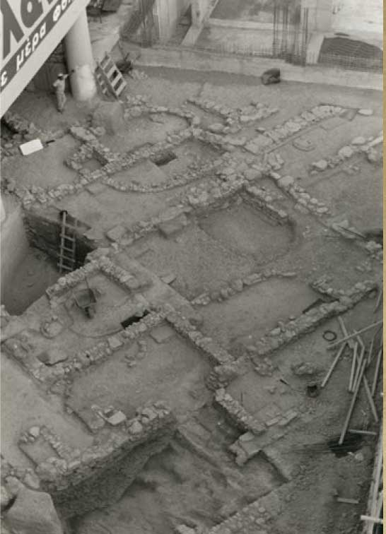 Fig. 1. Rescue excavations in three plots in the immediate vicinity of the hill between 1986 and 2000, brought to light two Mycenaean complexes (I and II) built over respective Early Helladic complexes.