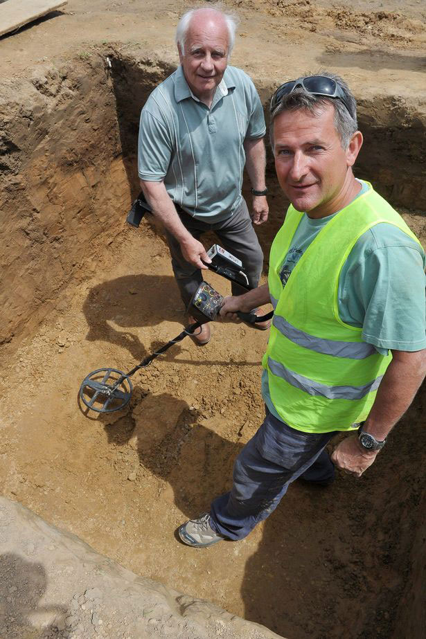 Metal detectors Reg Mead and Richard Miles.