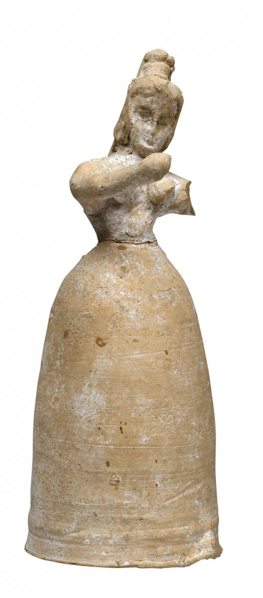 Female figurine. Μiddle Μinoan ΙΙ-ΙΙΙ (c.1700-1600 BC). Clay. H. 0.17 m. Phaistos, Palace Herakleion, Archaeological Museum, 31183.