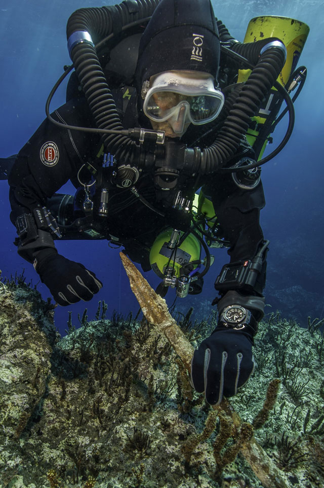 Recovery of a bronze spear-butt from the Antikythera Wreck. (Photo: Hellenic Ministry of Culture and Sports)
