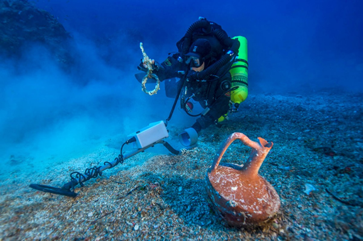 Metal detector survey of the shipwreck area. Photo Credit: ARGO, Brett Seymour.