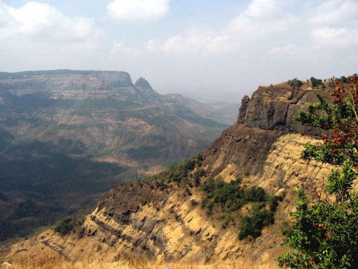 Deccan Traps near Matheran, east of Mumbai.