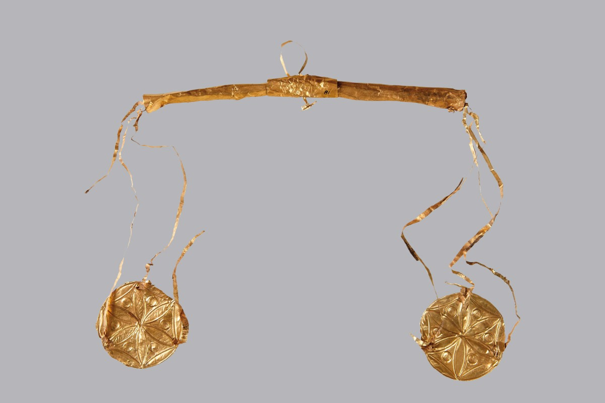 Gold model of pair of scales, 16th c. BC. From a tomb at Mycenae. Athens National Archaeological Museum Photo © Hellenic Ministry of Culture and Sports, photographer Irene Miari.