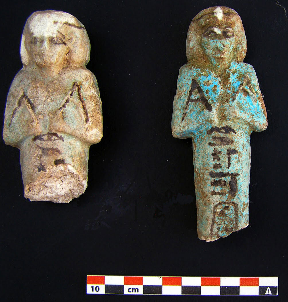 Ushabtis found at the entrance of the tomb