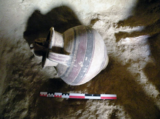 The amphora contained the skeletal remains of two individuals, one adult around 20 years old and a child between 8 and 10 years old.