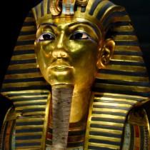 Tutankhamun's broken beard