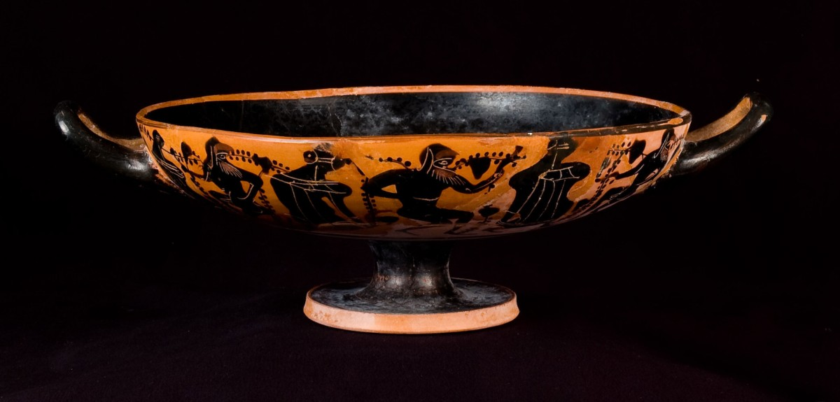 A kylix, the vessel used for kottabos.