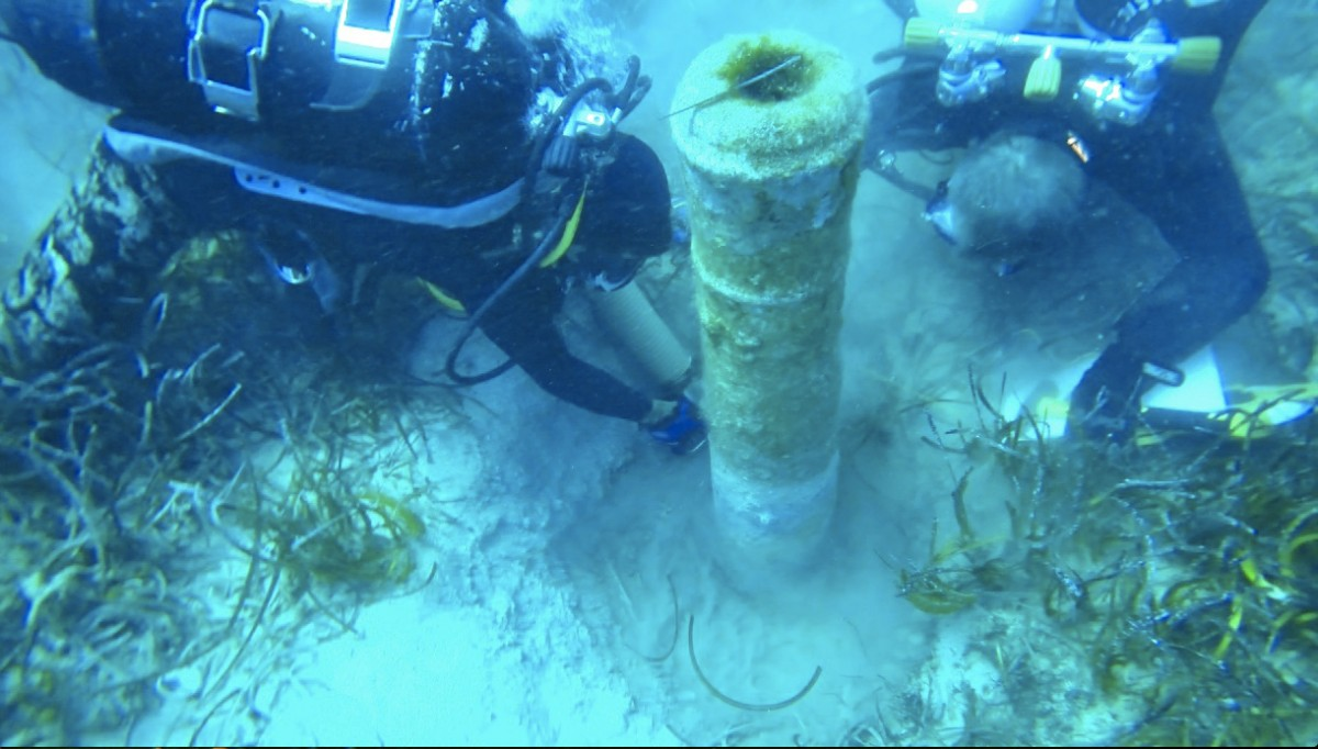 Nissia Shipwreck: Revealing the iron cannon.