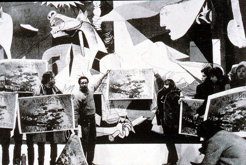 Fig. 3. Protest by the Coalition of Art Workers in the Museum of Modern Art, N.York, in front of the painting Guernica, 1970. The demonstrators are holding a protest banner against the Vietnam War. © Jan Van Raay.