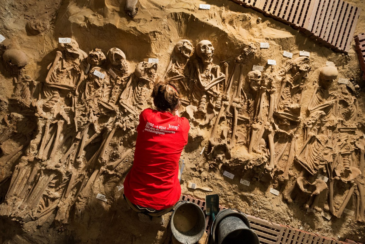 Mass grave in room 2. (Photo credit: INRAP)