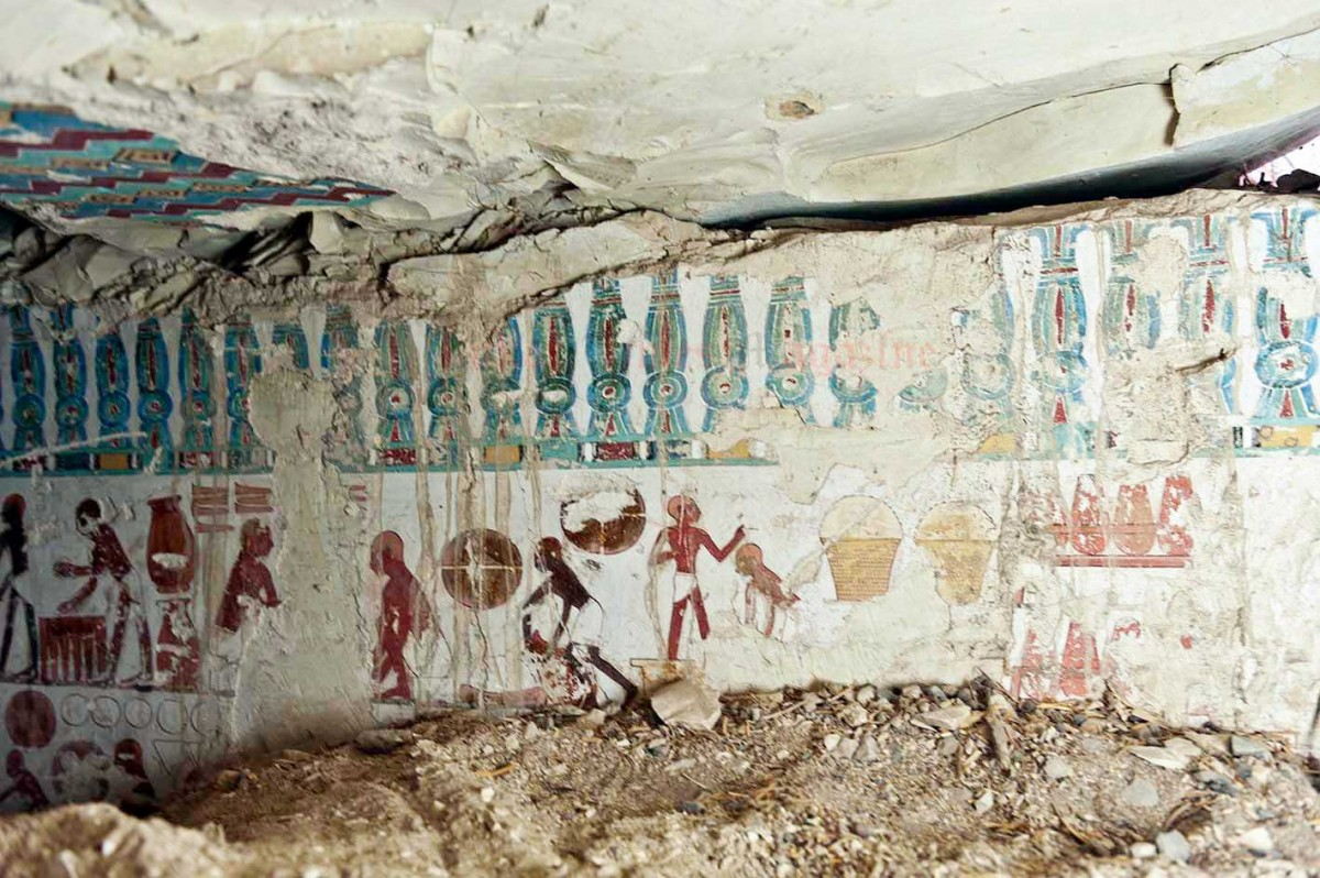 Daily life scenes depicted on the wall paintings of the tomb.