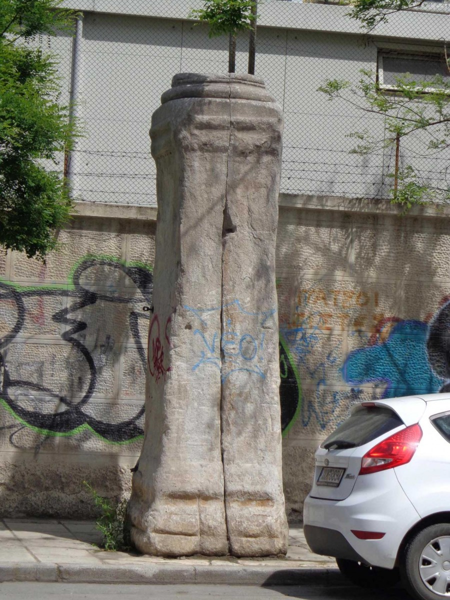 Capital base on Ag. Dimitriou upon which an imperial statue once stood. During the Ottoman Rule it was known as Yılan Mermer (Stele of the Snakes). Photo: T. Stefanidou-Tiveriou.