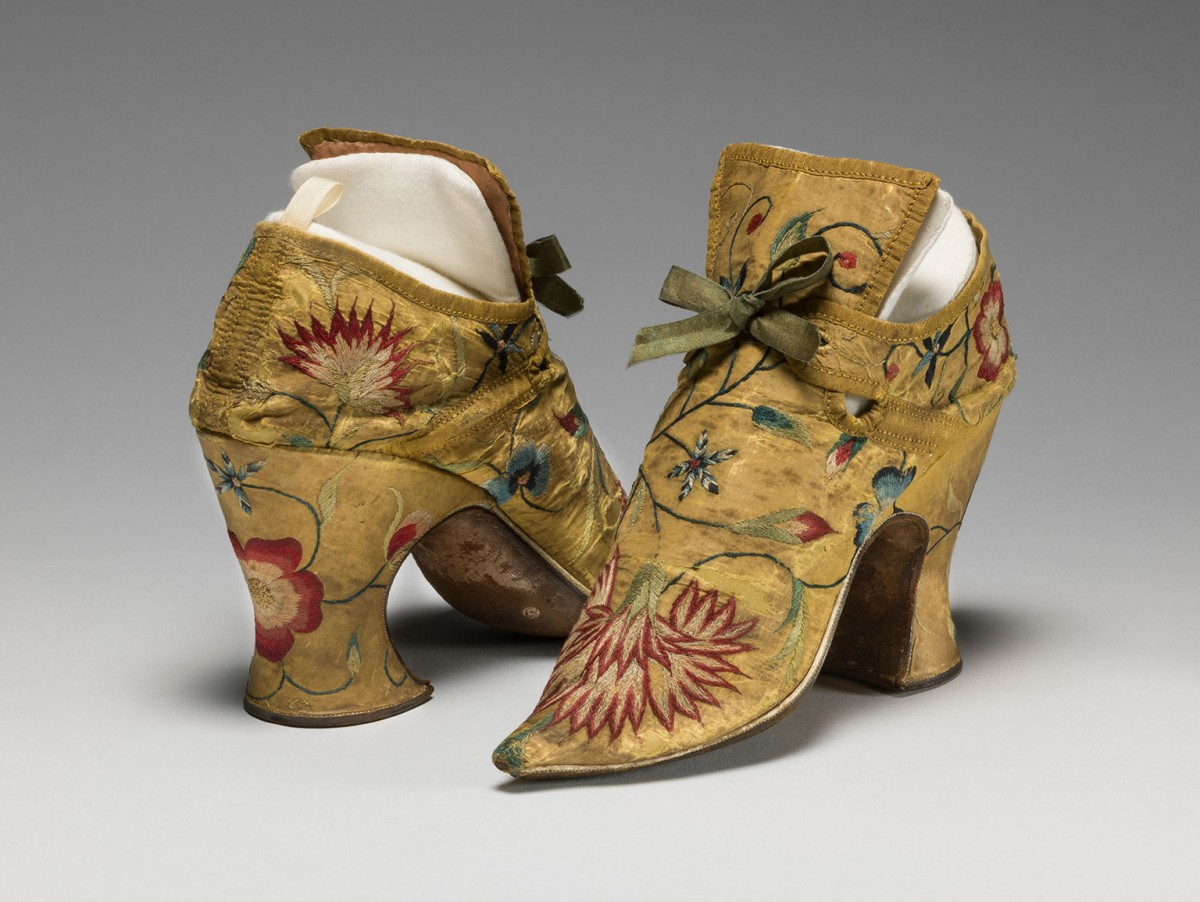 Unidentified English maker, Silk taffeta shoes, bound with ribbon, c.1700 to c.1749 © Fitzwilliam Museum, Cambridge
