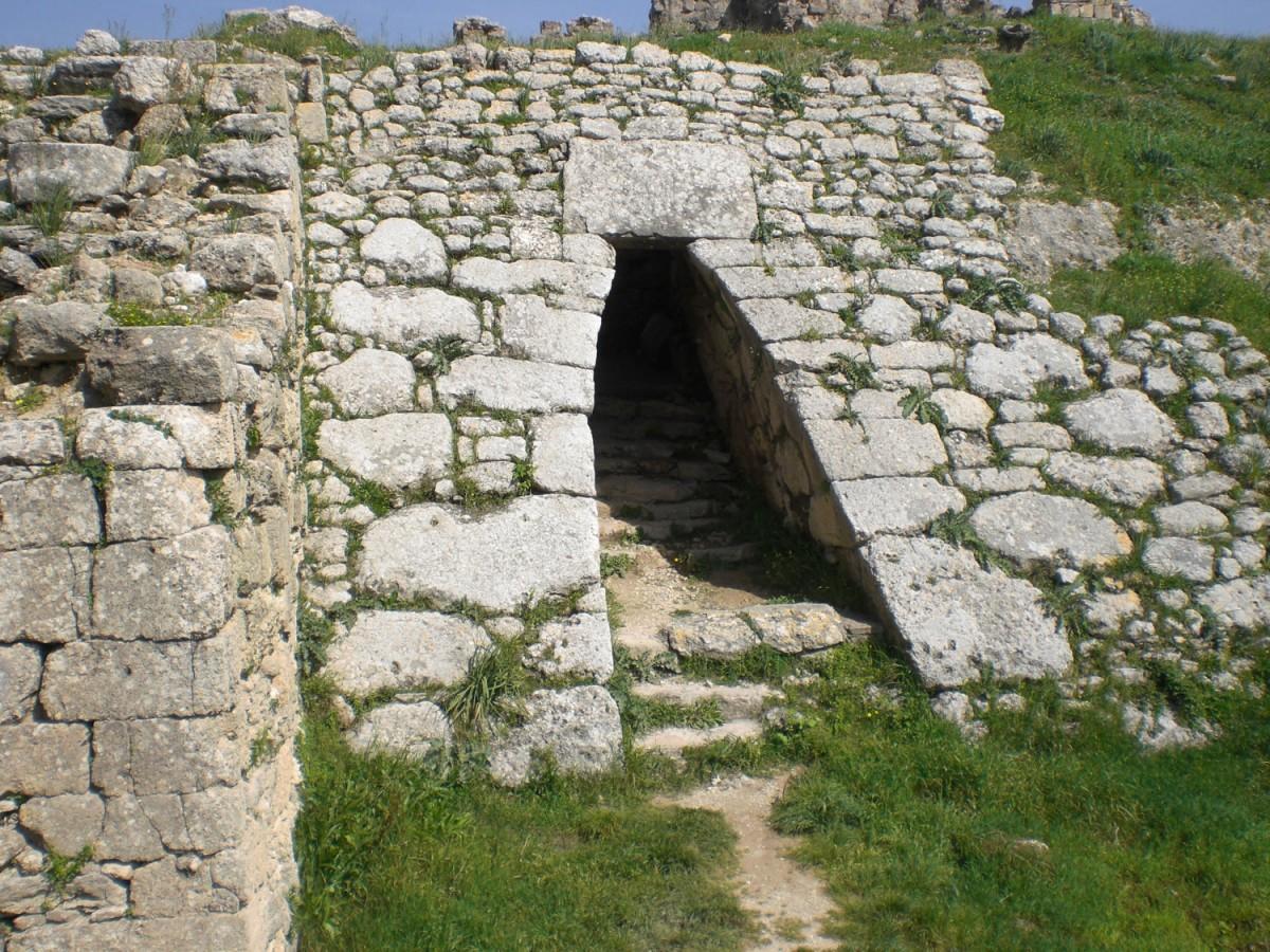 North west gate of Ugarit. Photo: Panagiotis Kontolaimos.