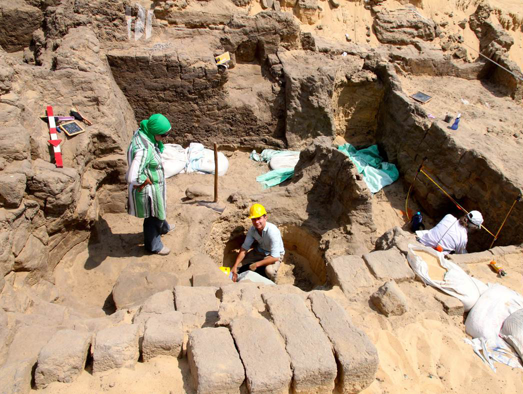 Dr Rowland and team at work on the mastaba.