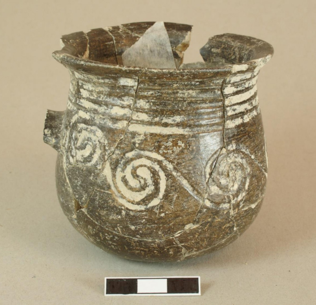Fig. 1. One-handled cup with grooved decoration from Dhaskalio Phase C.