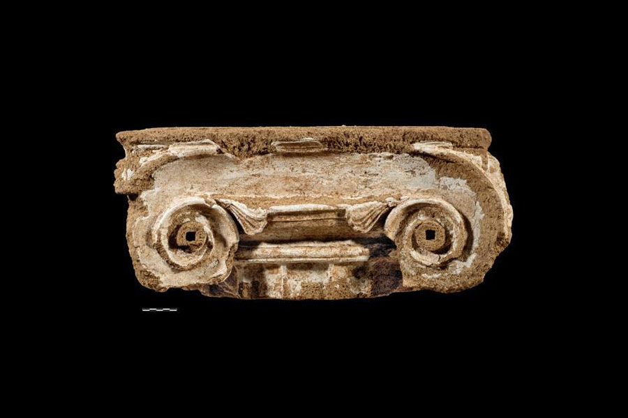 Ionic column capital made of porous stone, of the Late Classica Period. Archaeological Museum of Arta. (Photo: Ephorate of Antiquities of Arta)