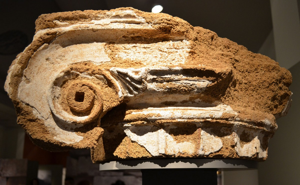 The capital, which is coated with a thin layer of stucco, comes from the Prytaneion of Ambracia. (Photo: Ephorate of Antiquities of Arta)