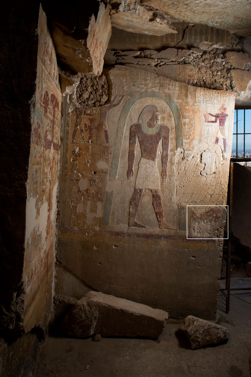 Scene at the tomb showing Djehutyhotep standing and being purified. To the right the fragment reportet by KU Leven – Egyptologie is marked.