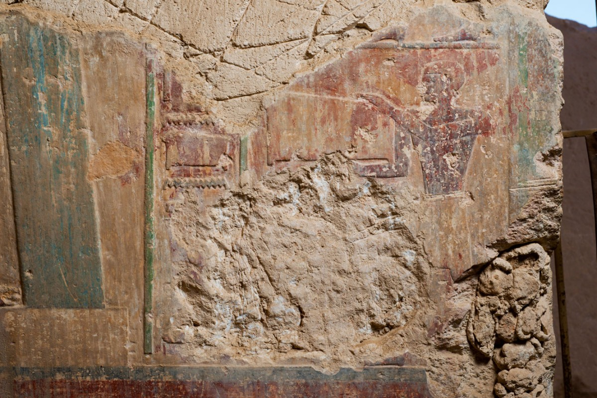 Djehutyhotep tomb: Close-in view showing scratches made by tomb robbers. Courtesy of KU Leven – Egyptologie.