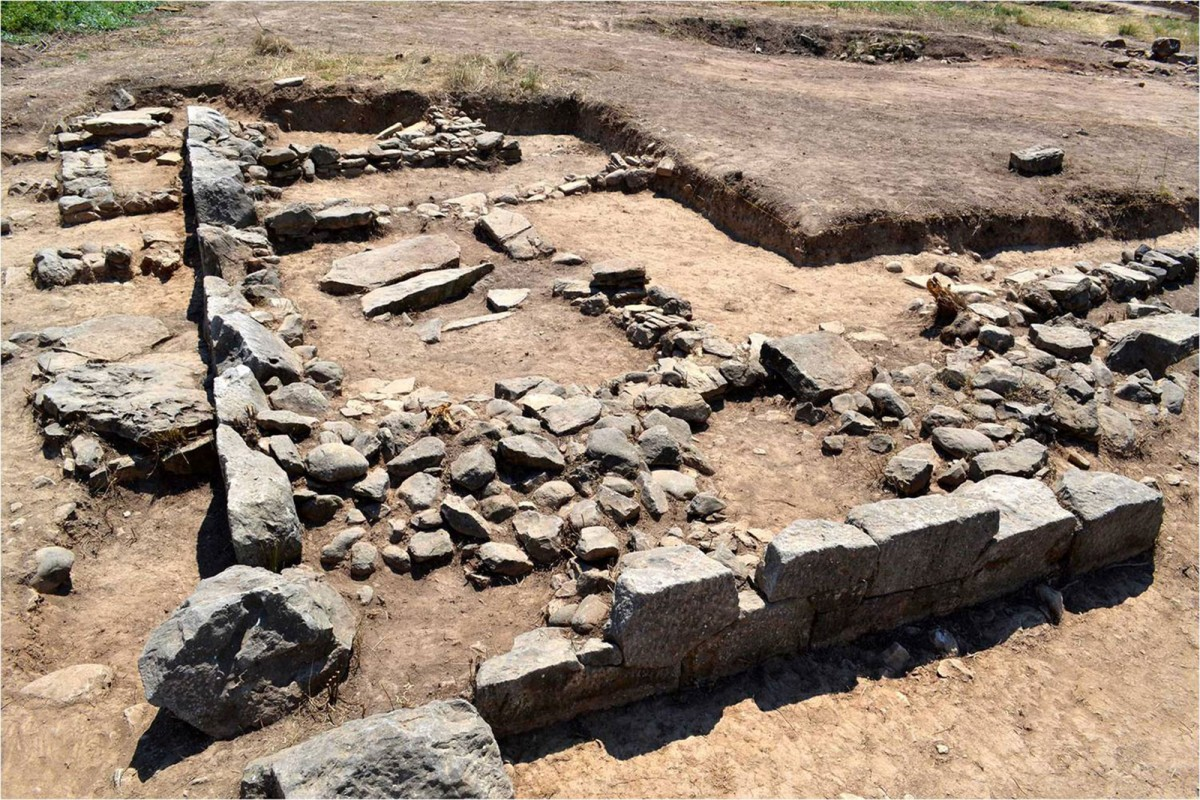 Plassi, Marathon: Archaic precinct with prehistoric buildings below it (credit: National and Kapodistrian University of Athens)