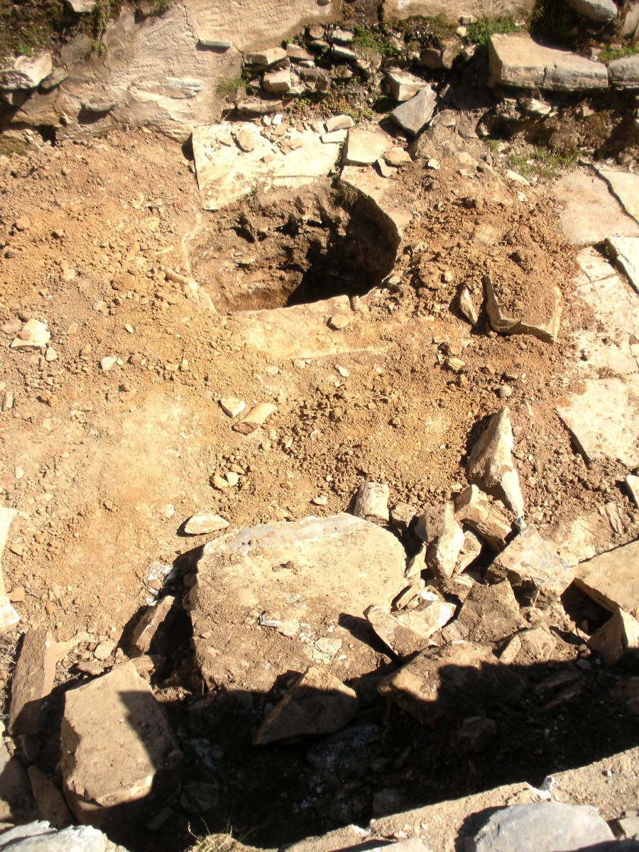 Ancient Zominthos: the looters have caused damages in three of the 42 excavated rooms of the building complex. (Photo: Ministry of Culture, Education and Religious Affairs)