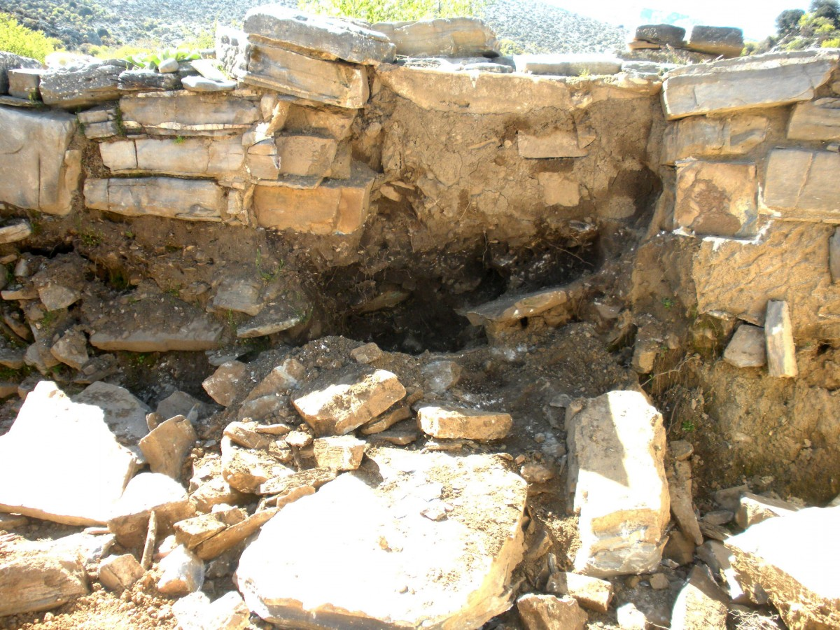 Disaster picture after looting at Ancient Zominthos. (Photo: Ministry of Culture, Education and Religious Affairs)