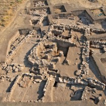 From the Corridor House Civilization to the Mycenaean Palaces