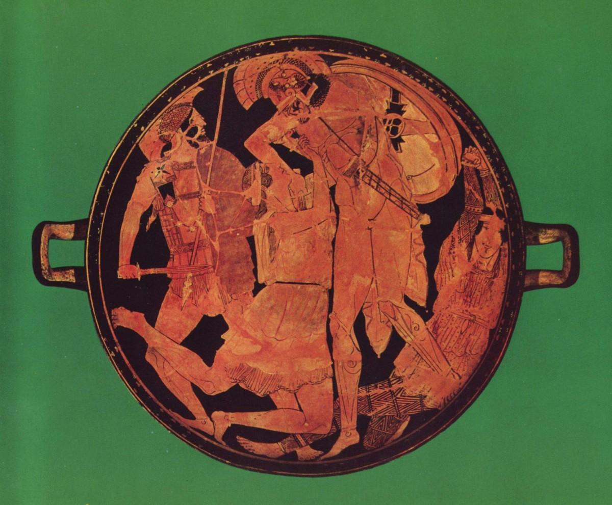 Achilles kills Penthesilea in the tondo of an Attic red-figure kylix, 470–460 BCE, found at Vulci. Staatliche Antikensammlungen.