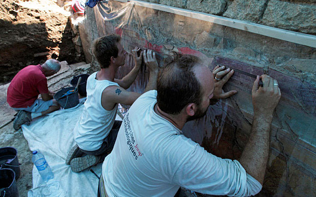 Archaeologists working on the recovery of the fresco. Photo Credit: Arles Museum of Antiques.