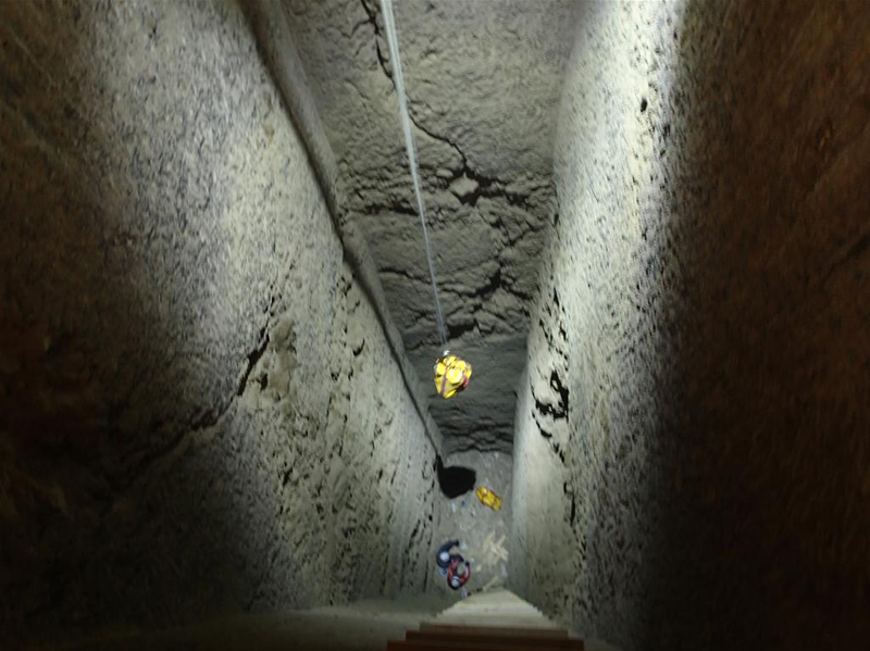 Archaeologists exploring nearly 18-meter tomb shaft  (Credit: A. Ostasz).