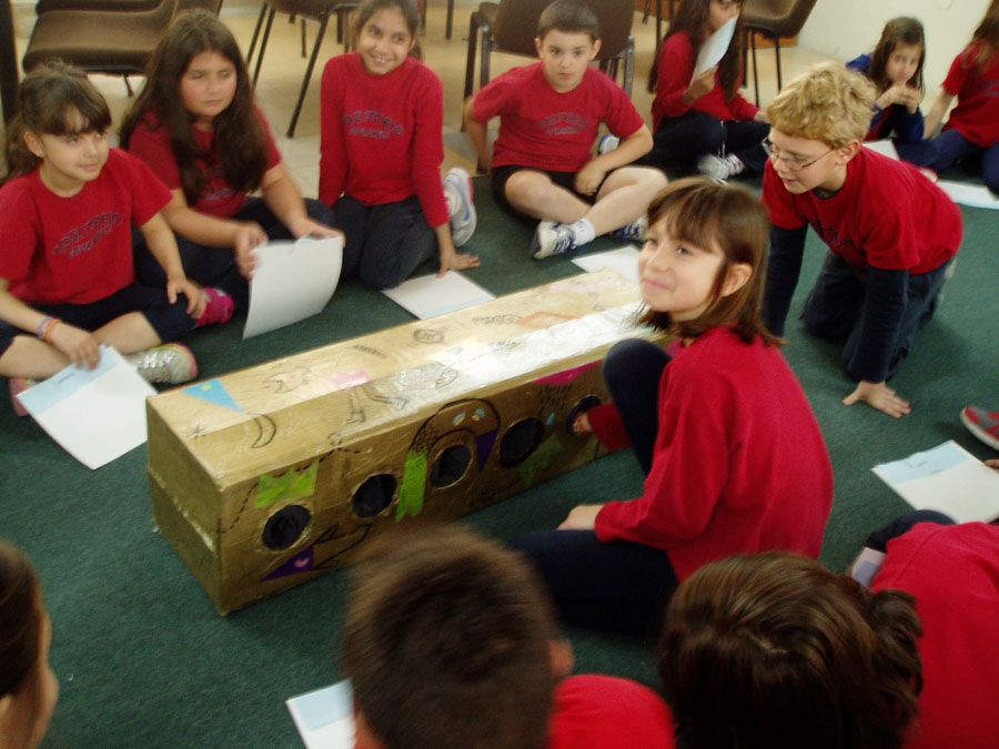 Fig. 7. Programme on Cycladic Culture, a game of discovery in the preparation phase, 3rd grade, 2013.