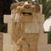 ISIS destroys the Lion of Allat in Palmyra