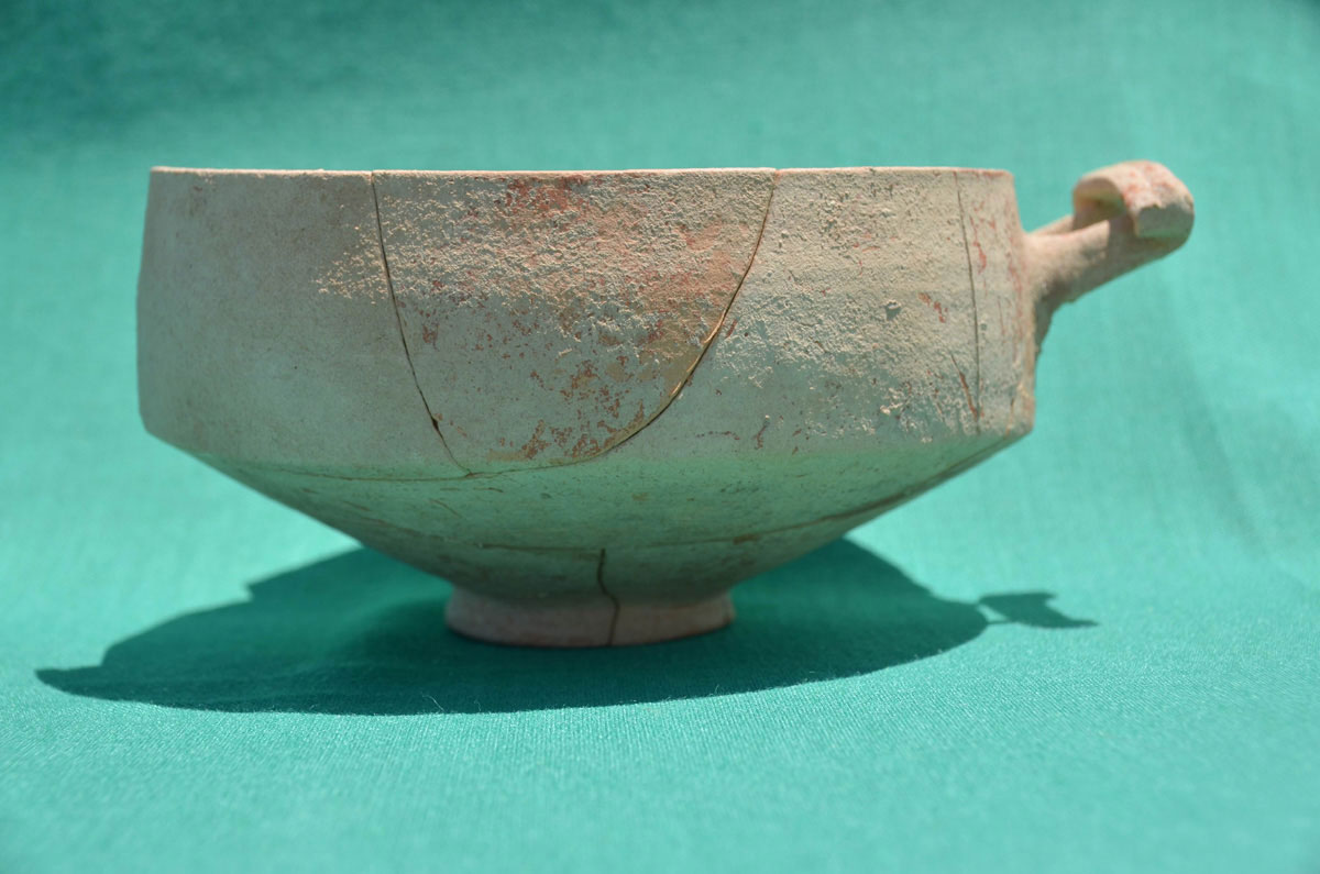 "Skyphos-bowl of ""Koan-Knidian"" type, produced in local fabric, found during the 2015 Geronisos excavation. (Credit: Department of Antiquities of the Republic of Cyprus)"