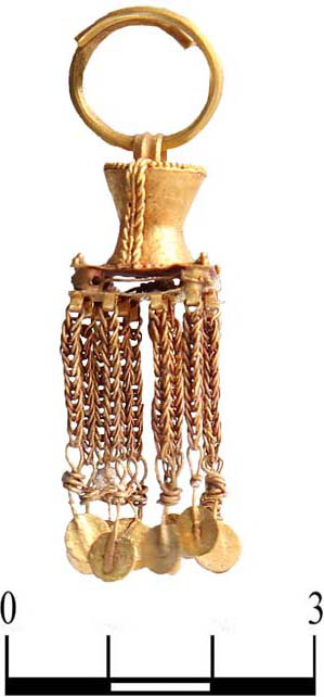 Gold earrings with pendant chains [Credit: Institute of Archaeology,  Russian Academy of Sciences].
