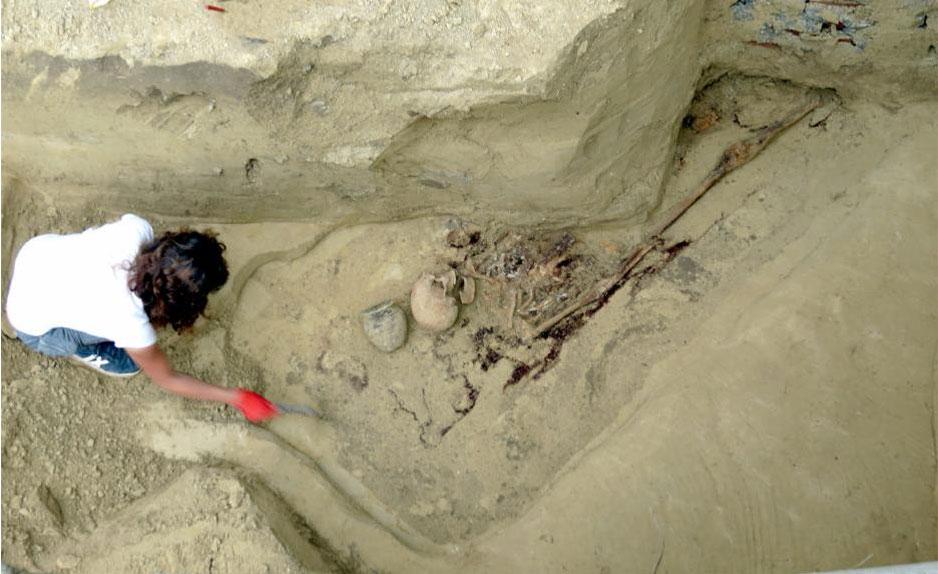Exploration of the chamber tomb burial. Photo by Monika Bajka.