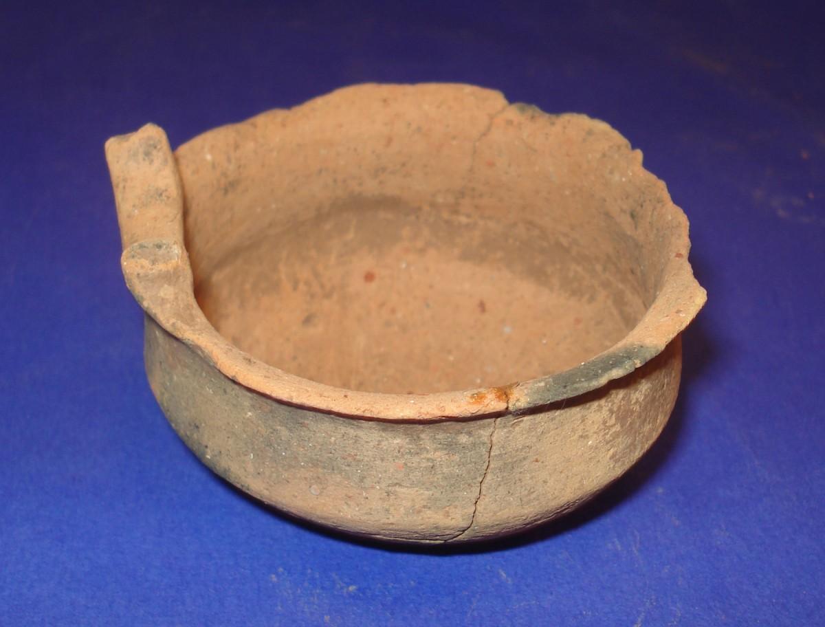 Ammotopos: Drinking vessel. (Photo: Ephorate of Antiquities of Arta)