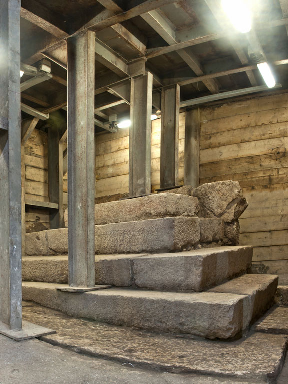 A mysterious podium used by itinerant street preachers or perhaps as a primitive lost-and-found has been unearthed in the ancient city of Jerusalem. The podium is nearly 2,000 years old. Photo Credit: Gil Mezuman courtesy of the Israel Antiquities Authority/livescience.